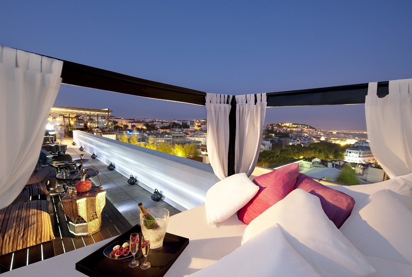 die sch nsten rooftop bars in lissabon restaurants mit blick ber lissabon brittneys. Black Bedroom Furniture Sets. Home Design Ideas