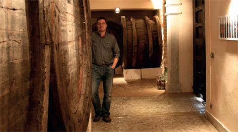 In der Bodega von Andreu Villalonga kann man Wein direkt aus den Fässern abfüllen lassen - und zwar in eigene Gefäße.