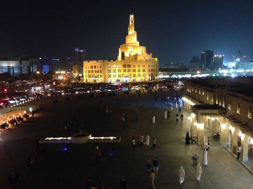 Platz_Doha_Nacht