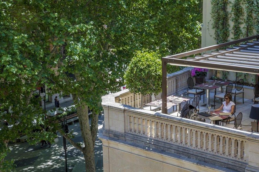 Palma de Mallorca: Terrasse des Restaurants De Tokio a Lima im Hotel Can Alomar.
