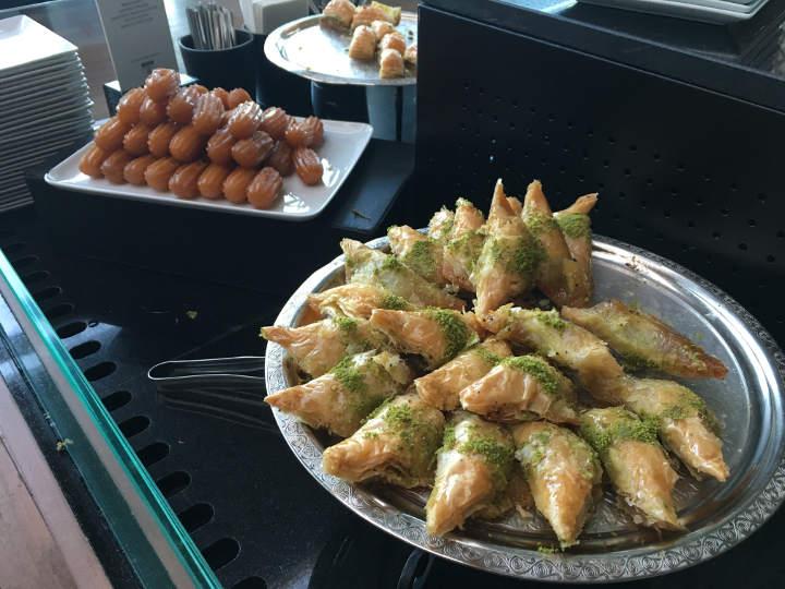 Turkish Airlines Lounge Istanbul Türkische DessertDessert