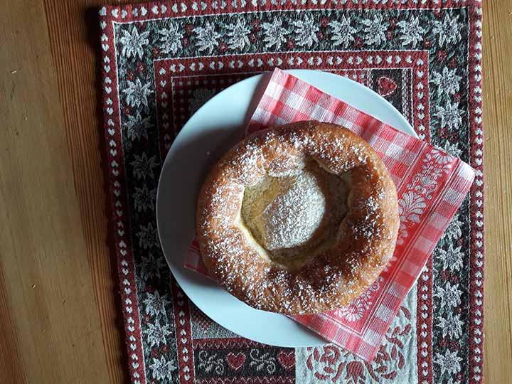Almfrühstück auf der Amoseralm in Gastein