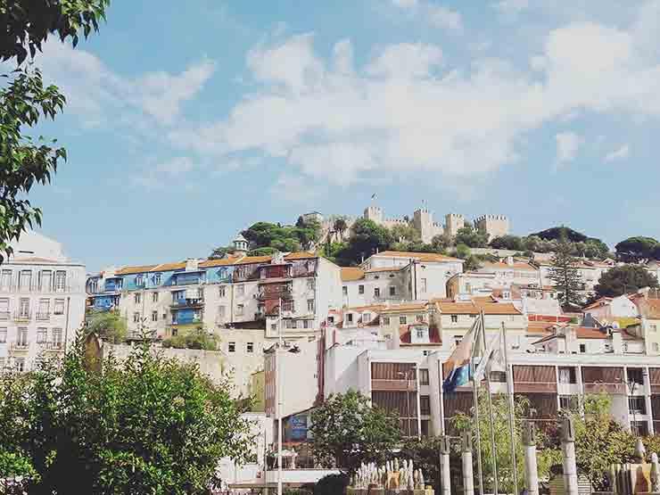 Lissabon Sehenswürdigkeit: Blick über Lissabon mit Castelo