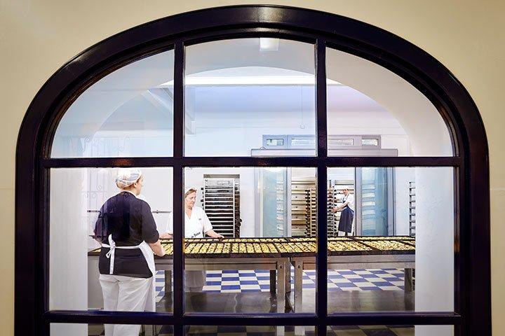 Lissabon Sehenswürdigkeit - Blick in die Bäckerrei