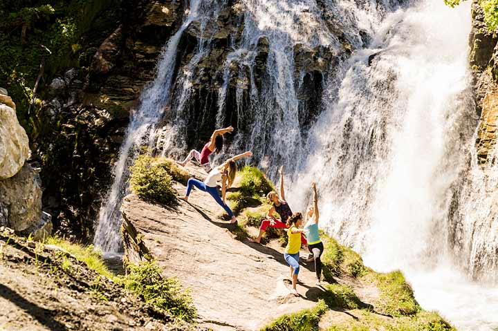 Yoga am Wasserfall in Bad Gastein