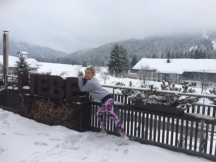 Yoga im Allgäu auf der Terrasse des Hubertus Hotels