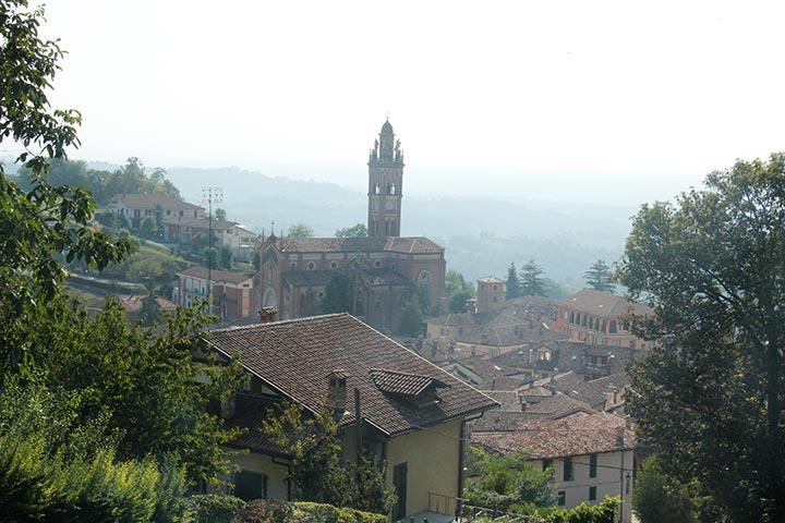 Radtour durch Monforte d'Alba im Piemont