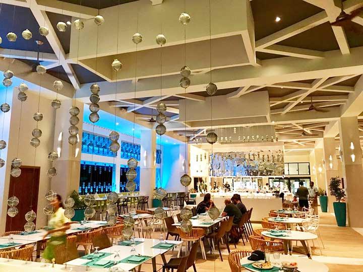 Stylisches Restaurant auf den Malediven