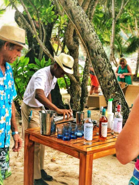 Cocktails am Strand und Musik
