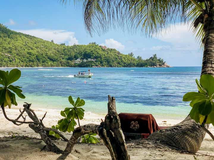 Traumstrand auf den Seychellen im Kempinski Luxus Hotel